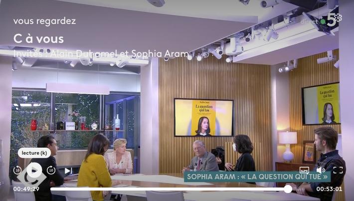 Sophia Aram la question qui tue dans C à vous